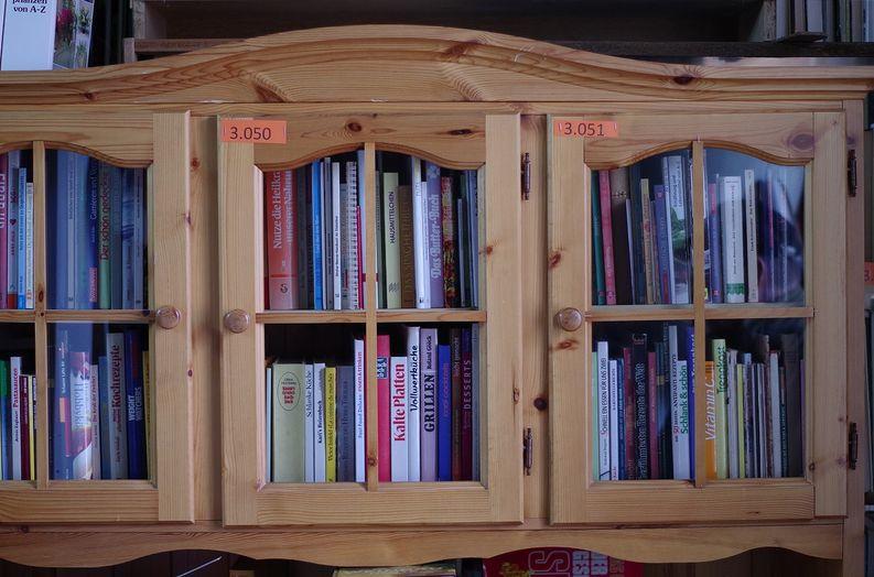 Gestelle und Schränke in Büchermühle
