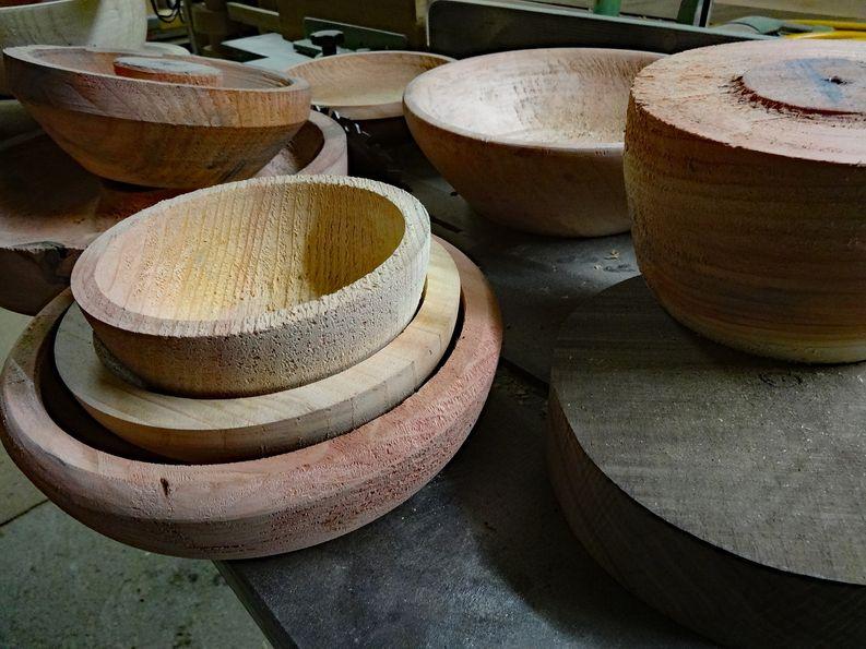 Unfertige Holzschalen