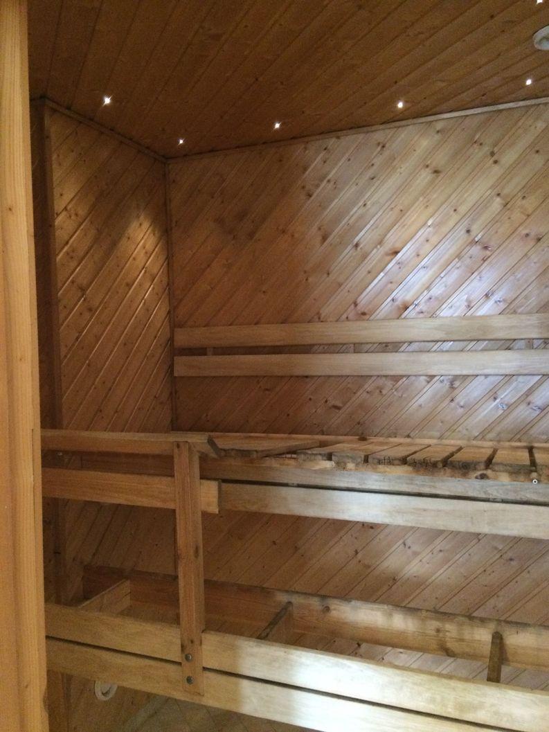 Perinnekorjaus Salminen saunaremontti