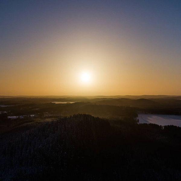 🌄 . . . . . . . .  #sunrise #sun #sky #skyporn #dji #drone #finlandfromabove #finland #landscapephotography #aerialphotography #aerial #ilmakuvaus #joensuu #auringonnousu #aurinko #taivas #aamu #maisema #luonto #luontokuva #visitjoensuu #visitingfinland #visitfinland #nofilter #horizon #morning #picoftheday #followme #2019