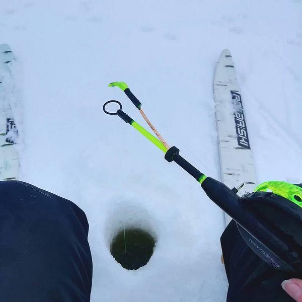 Käytiin tänään kaloja narraamassa. Vai oliko se toisin päin 🤔 #pilkillä #pilkkiminen #icefishing #helmikuu #pohjoiskarjala #northkarelia #valtimo #ristijärvi, #ahvenia #särkiä #piski #pystykorvamix