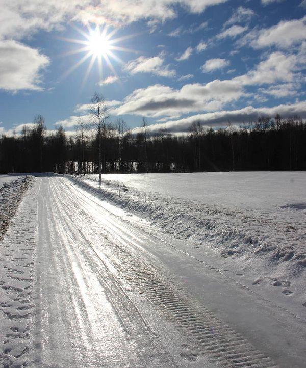 Hanki ja sivutiet hohtaa...liukasta on #mtvsaa #forecasuomi #forecaweather #ylesaa #yleluonto #valtimo #northkarelia #pohjois_karjala #finland