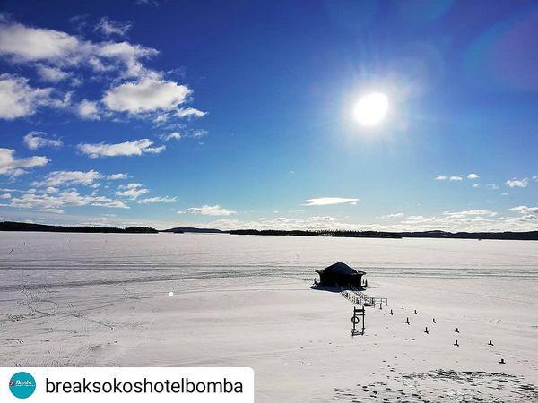 Winter is here and we love it! ❄️ #Repost breaksokoshotelbomba #sunshine #thebestoffinland #nurmes #visitnurmes #visitkarelia_finland • • • • • Well, hello sunshine! 💛  #breaksokoshotelbomba #bombanurmes #pielinen #visitnurmesvaltimo #sunnyday #hiihtolomat