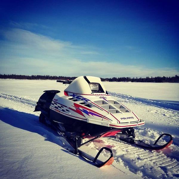 Pääsihän sitä vanhusta ja itseään ulkoiluttamaan. #Polaris #indy #xcr #440 #Lieksa #winter #niceweather☀️ #lumikenkäily #snowmobiling #kipskylelleen #onhyvä
