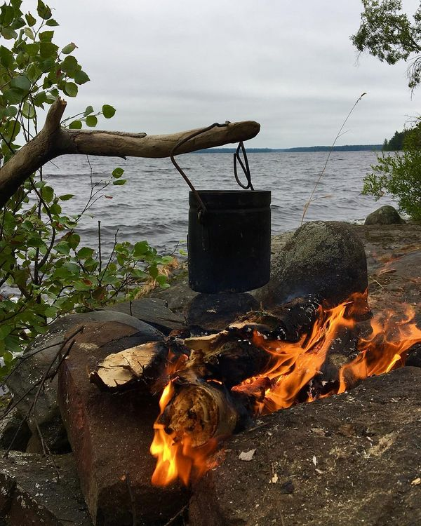 #campfire  #retkipaikka  #liperi  #heposelkä  #saari  #naturelovers  #summerevening  #fire  #pakki  #kahvi