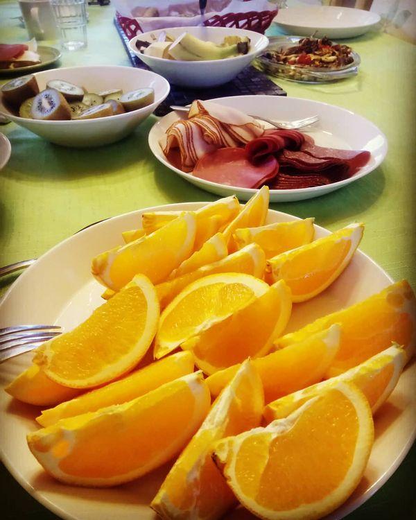 Tänään tarjoiltiin aamupalaa Kolilla Eurooppalaisille matkanjärjestäjille. Pöytä notkui herkkuja ja suuren suosion sai mustikkapiirakka.  #catering #visitkarelia_finland #visitnurmesvaltimo #sustainabletravel #ruokapalvelut #koliroyal