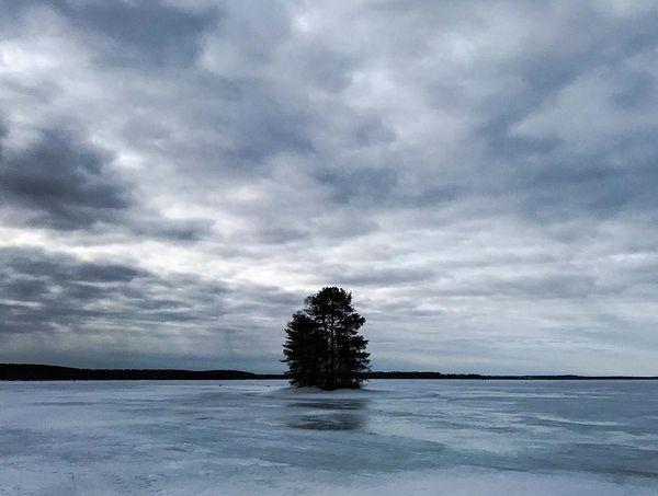 Cross-country skiing 30km on the lake Höytiäinen with almtomi - perfect weather and amazing sunny views on the way back 💪#crosscountryskiing #murtsikka #höytiäinen #spring #2019 #kevät #clouds #sunny #springweather #kevätsää #iosphoto #natureporn #sportphotography #ig_colors #ig_photooftheday #igdaily #finlandnature #kontiolahti #visitfinland #visitkontiolahti #outdoorsports #wintersports
