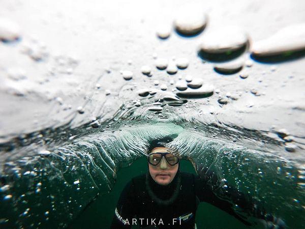 Lämmintä pääsiäistä toivotaan jos pääsis jäätunnelilla pintaan.  No way up! Easter ice tunnel.  #iceroof #icetunnel #underice #jäätunneli #throuhgice #underwater #uwphoto #ice #icebath #vapaasukellus #freediving #icediving #freedive #kitee #valkiajärvi #nopanic #spring #outdoorfinland #photographicfinland #sukeltajaliitto #underwaterphotography #visitkarelia_finland #avanto #valokuvaaja Jarno #Artika