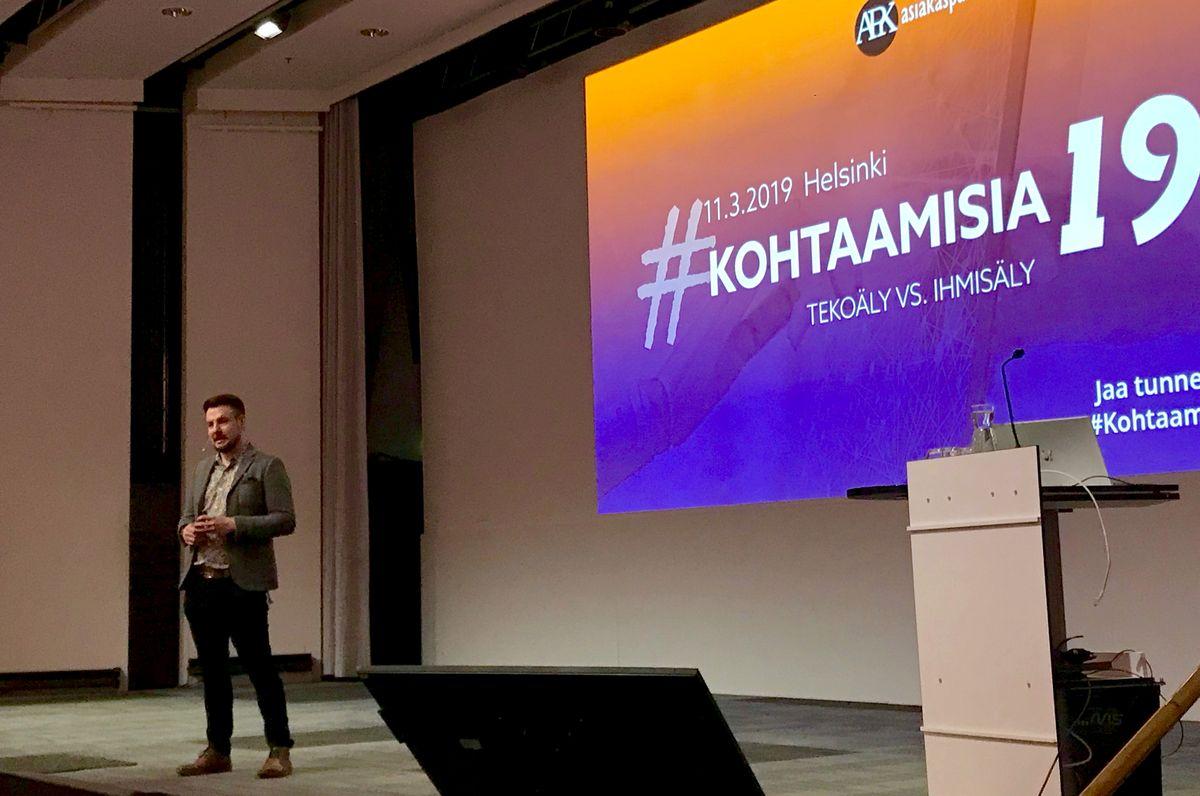#Kohtaamisia19 -seminaarin perustaja Matti Toivonen avasi tapahtuman, jonka aiheena oli tänä vuonna Tekoäly vs. ihmisäly.