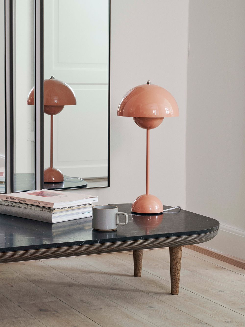 &Tradition's Flowerpot VP3 table lamp in beige red