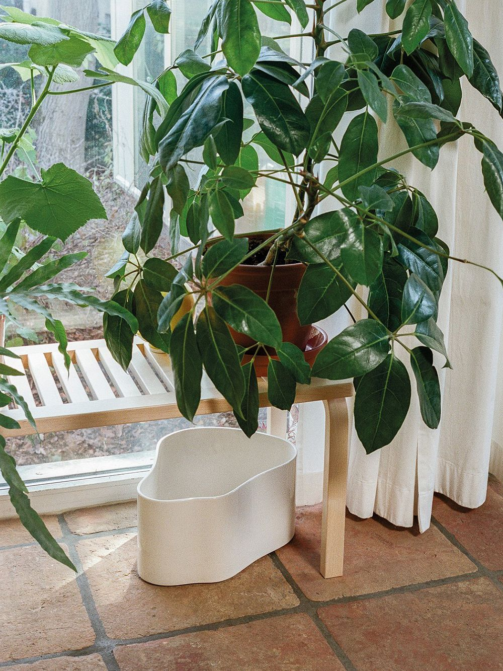 Artek Riihitie plant pot in white