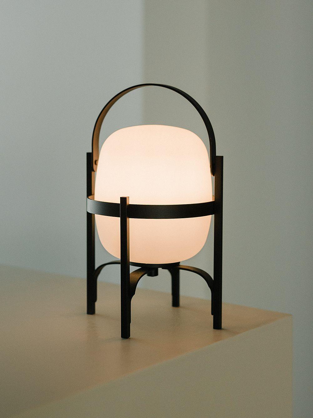 Santa & Cole Cestita Alubat table lamp, black
