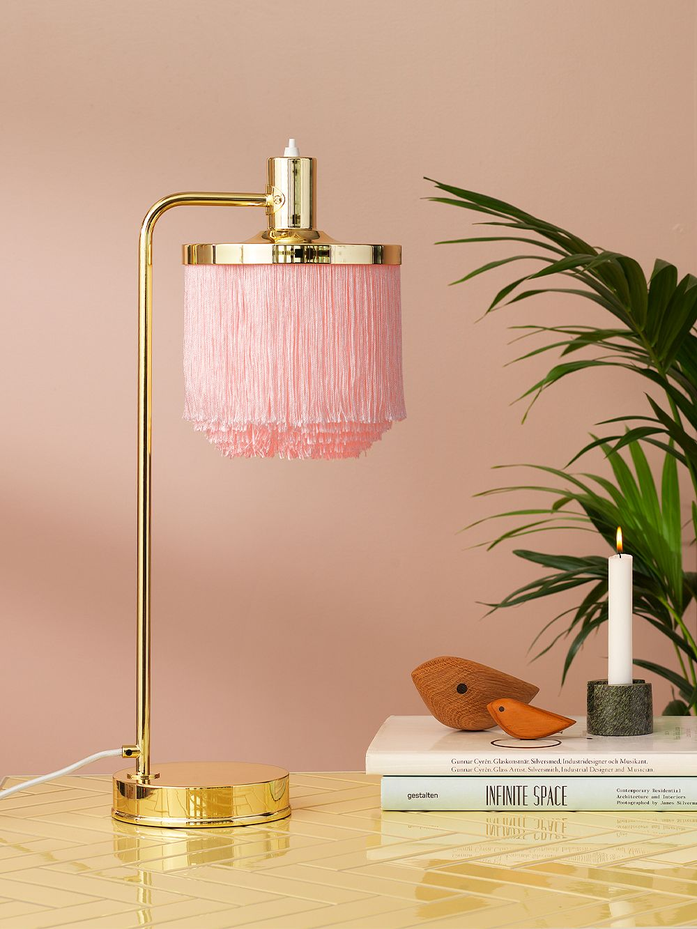 Warm Nordic Fringe table lamp, pale pink