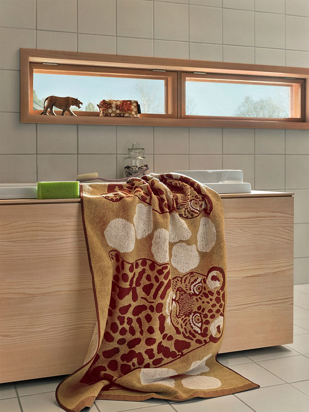 Marimekko Kaksoset bath towel, beige - burgundy