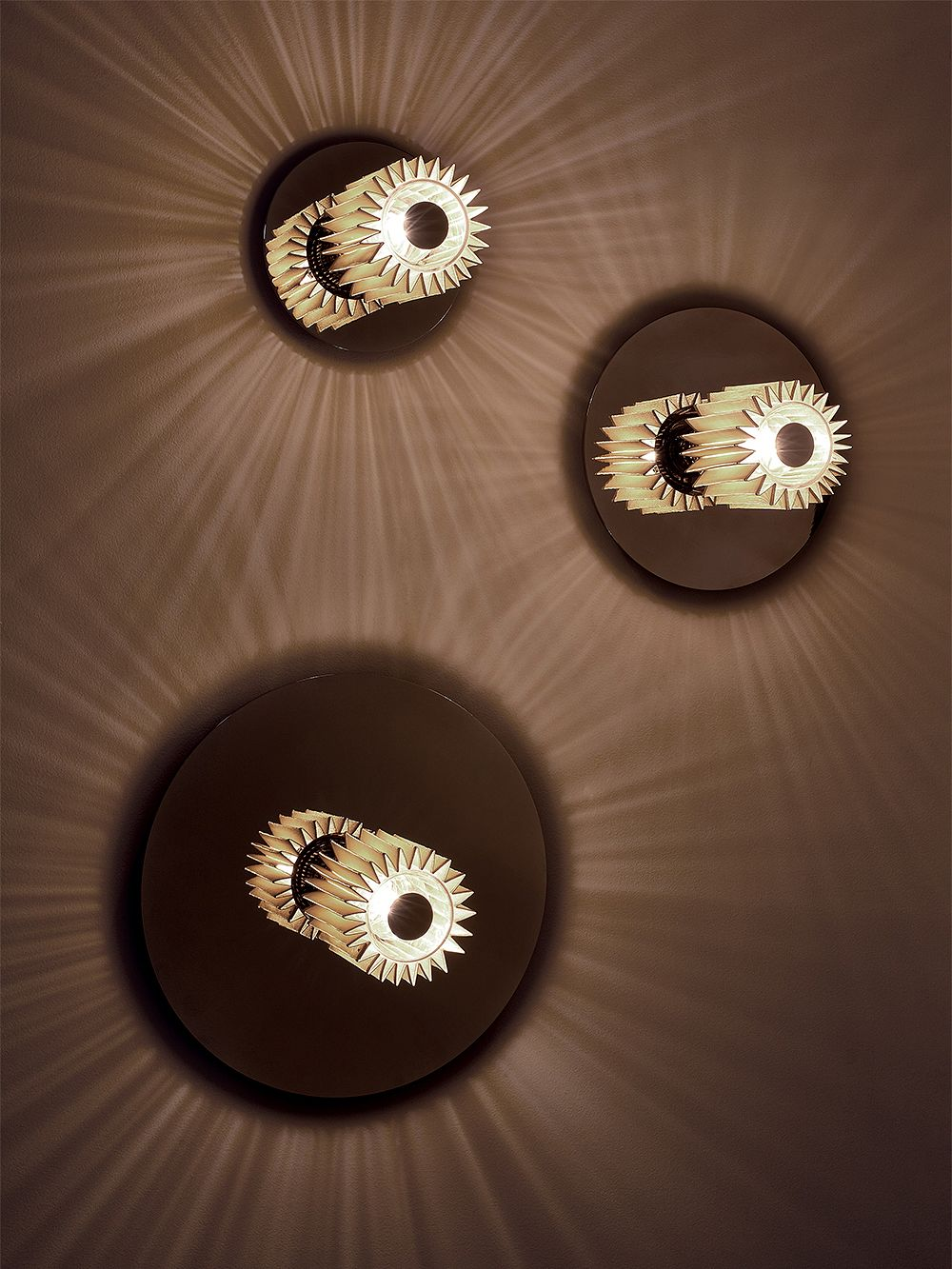DCW éditions In The Sun 270 wall/ceiling lamp, gold - gold