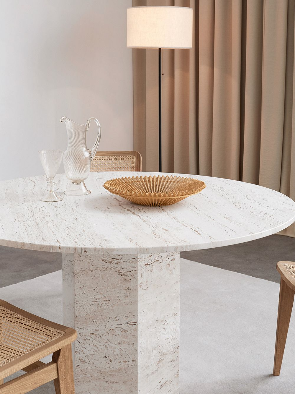 Gubi: Epic dining table