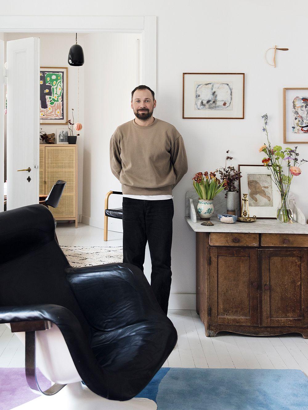 Lauri Kähkönen and his Karuselli lounge chair