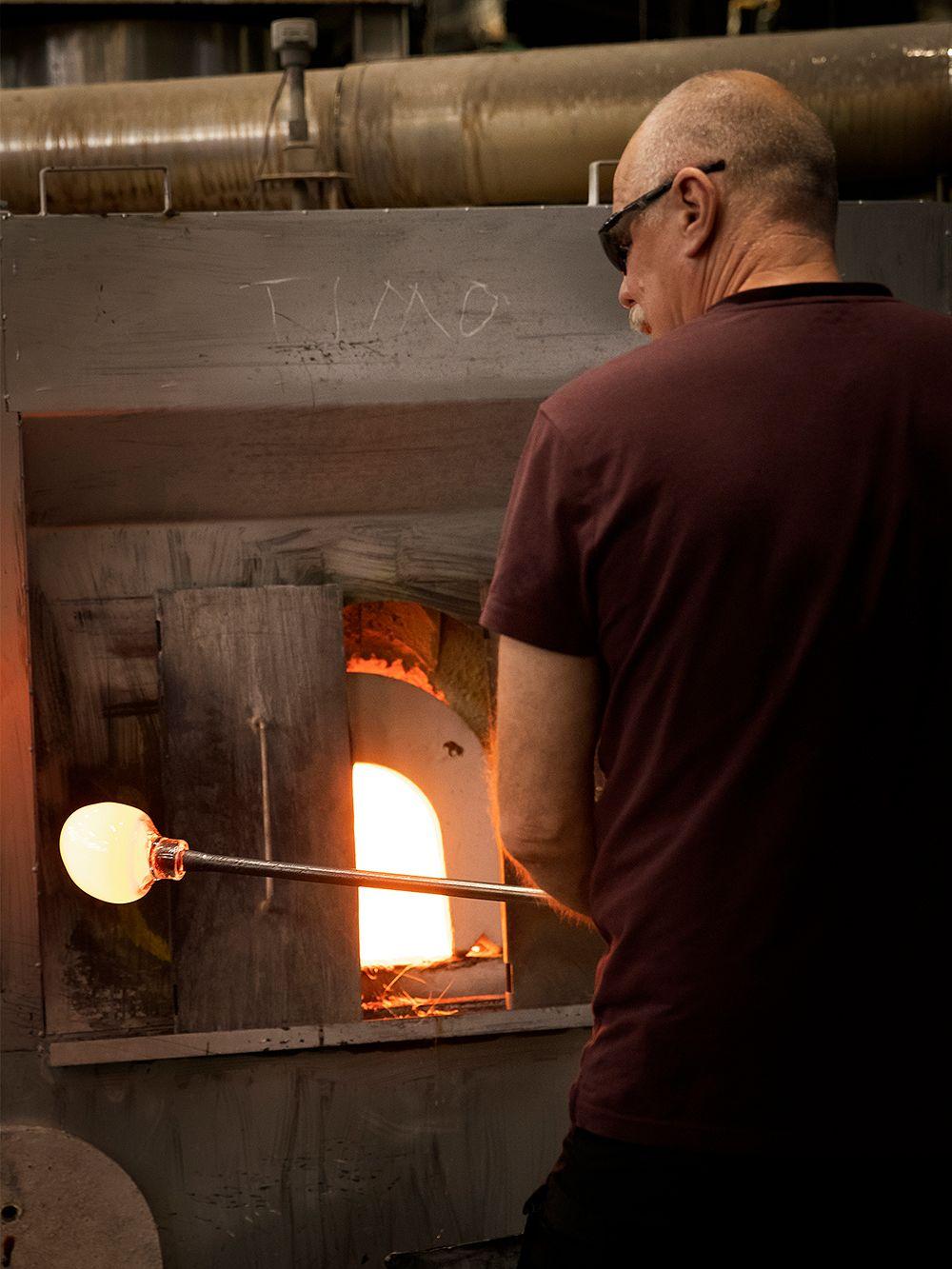 Iittala master glassblower Heikki Punkari