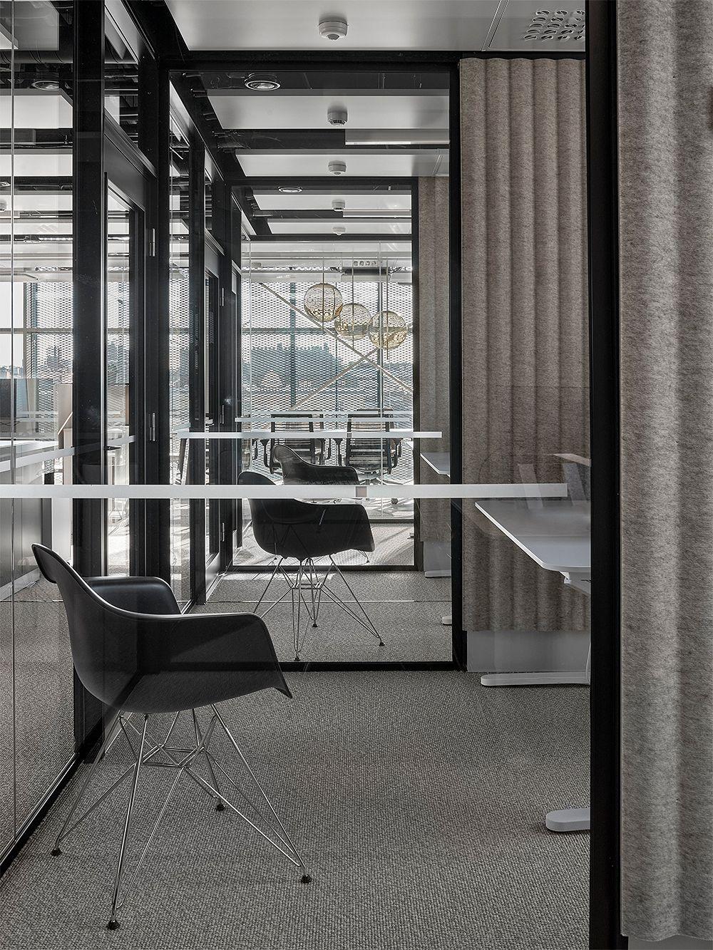 Vitra Eames DAR chair, deep black - chrome
