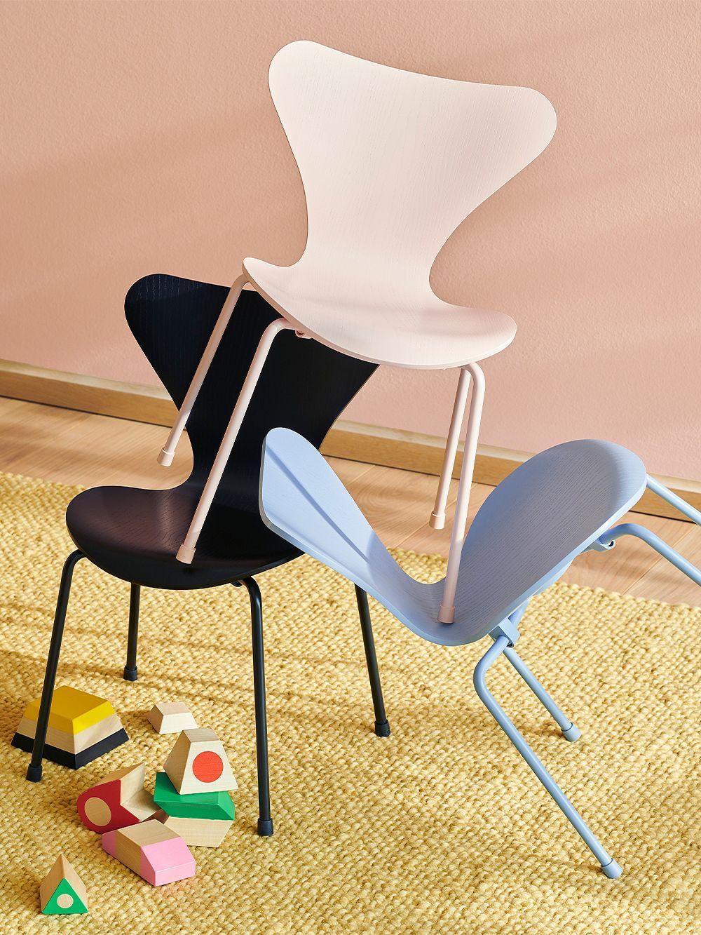 Fritz Hansen Series 7 children's chair, rose