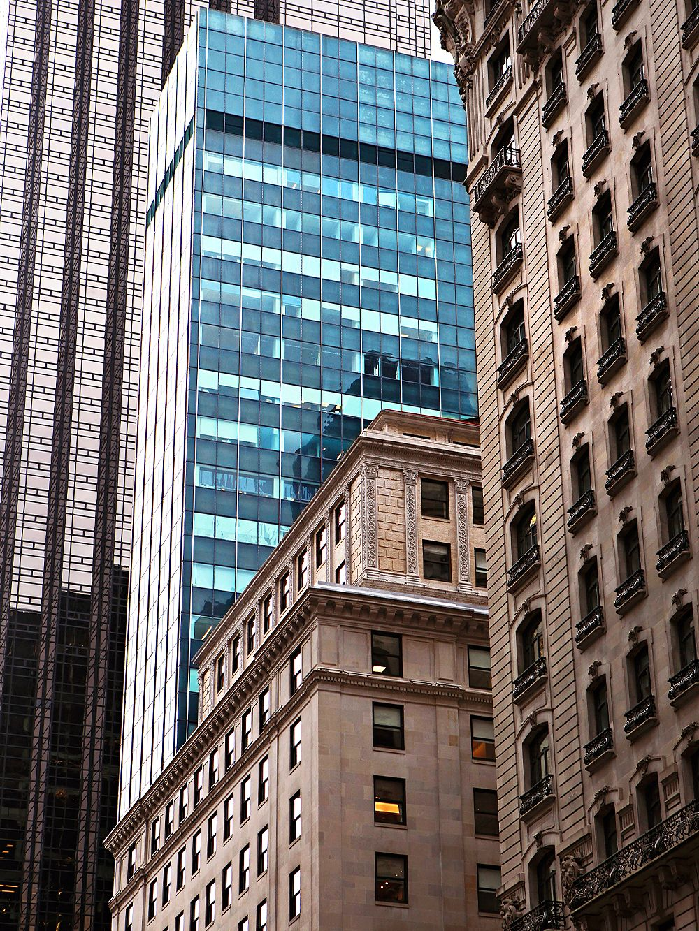 New York on foot: Fifth Avenue skyscrapers