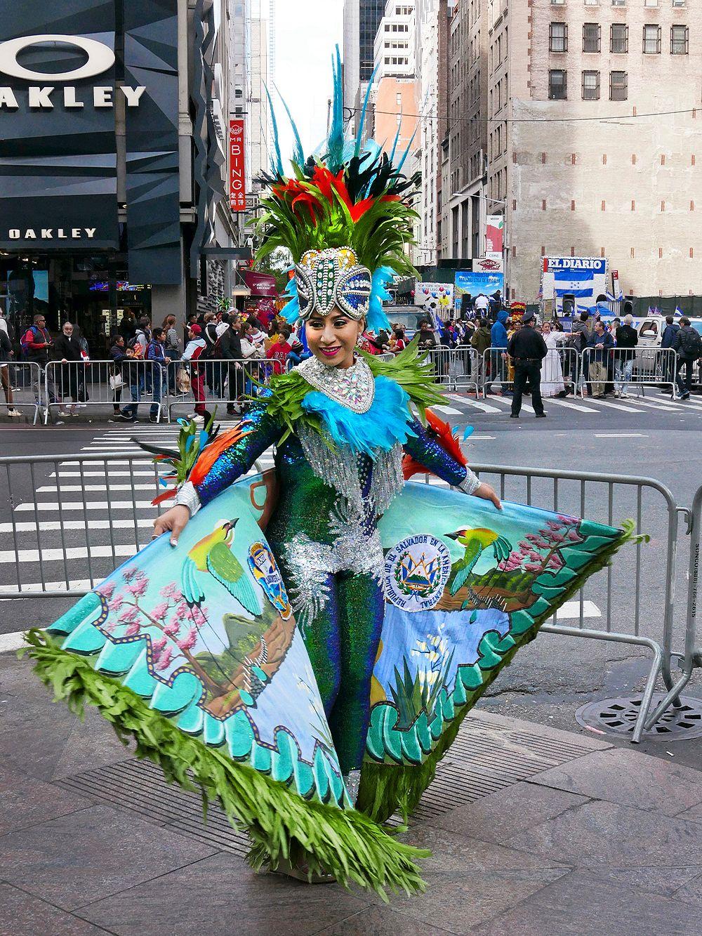 New York on foot: Fifth Avenue, Hispanic Day