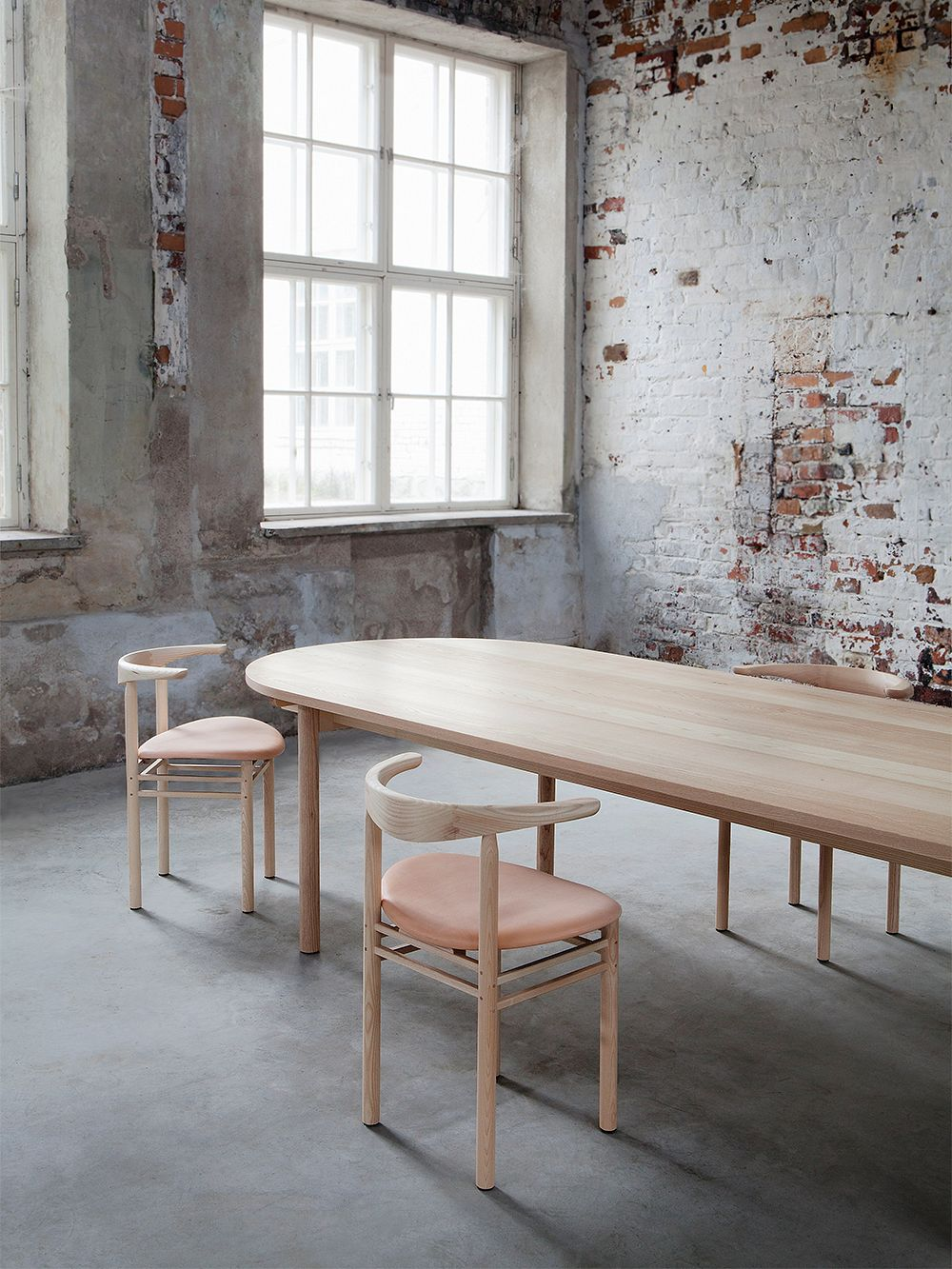 Nikari Basic table, 200 x 80 x 73 cm, oval, oak