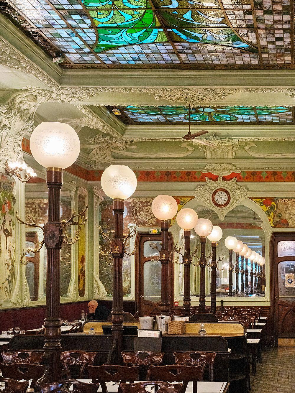 Bouillon restaurant Julien in Paris