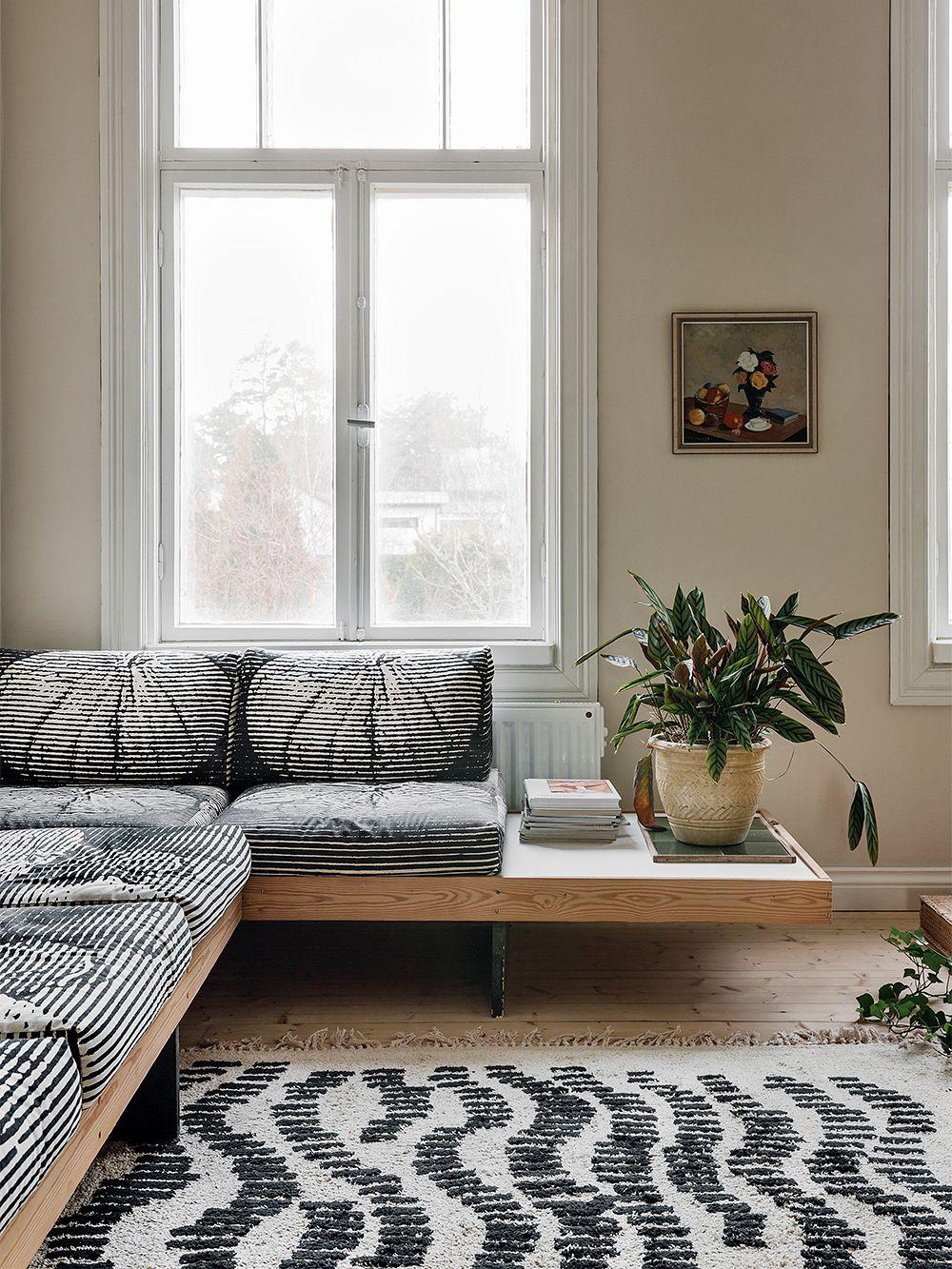 Vintage sofa upholstered with the Hedelmä fabric by Vuokko Eskolin-Nurmesniemi