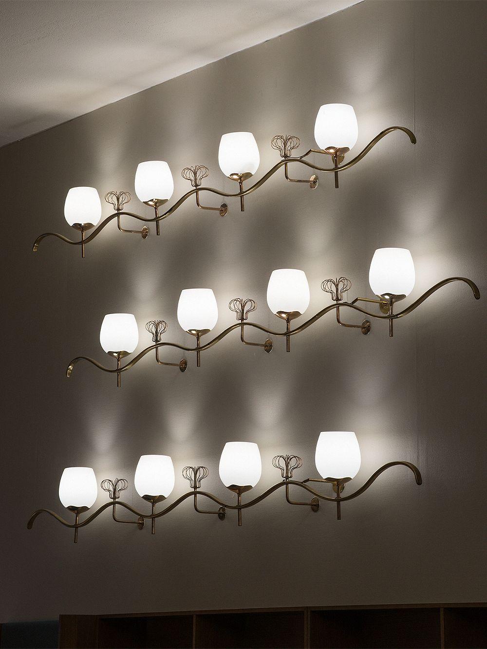 Paavo Tynell wall lamps at Hotel Vaakuna