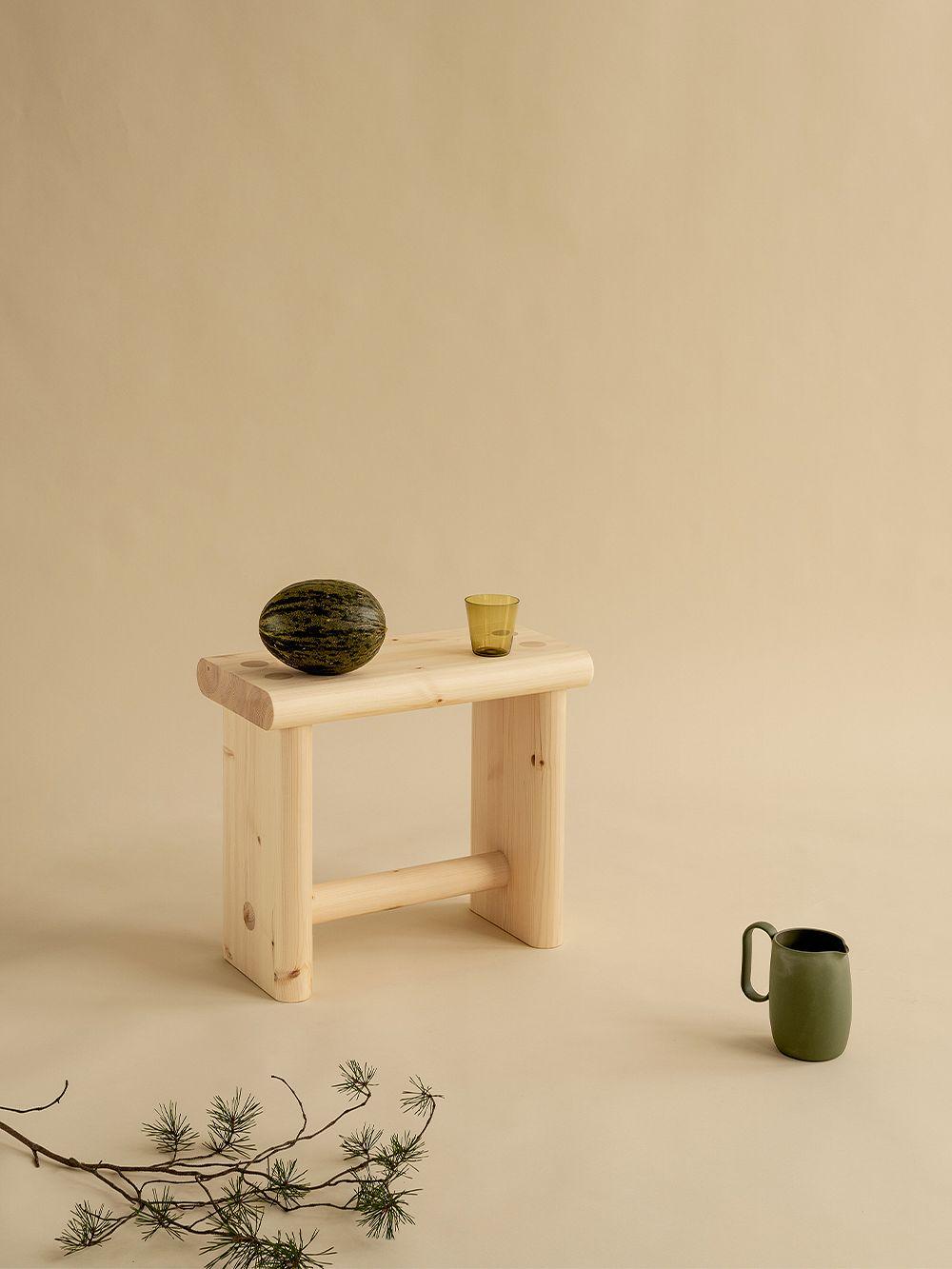 Vaarnii 003 Ast stool, pine