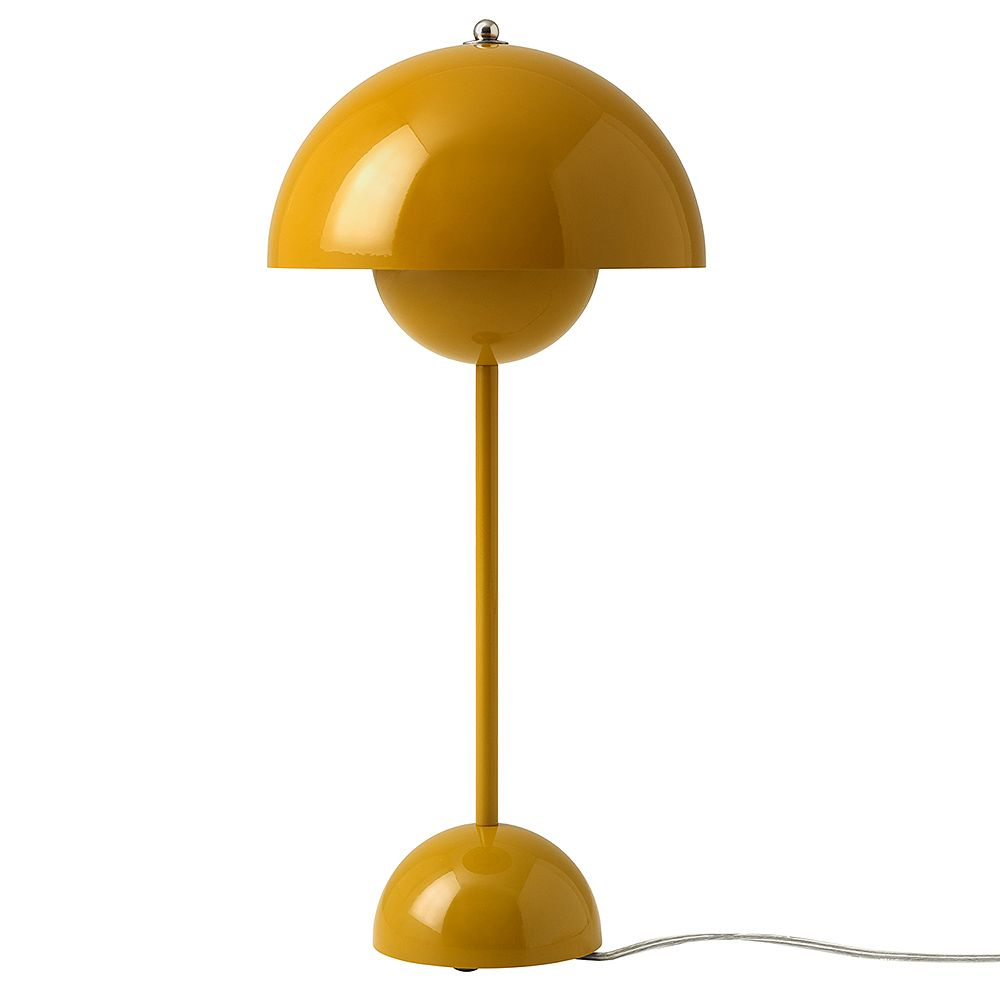 &Tradition's VP3 Flowerpot table lamp.