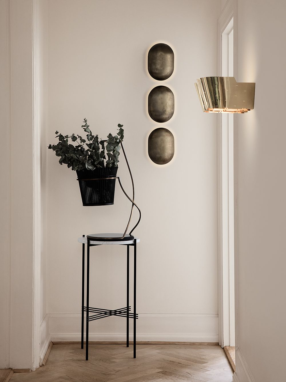 Gubi's 9464 wall lamp, design by Paavo Tynell