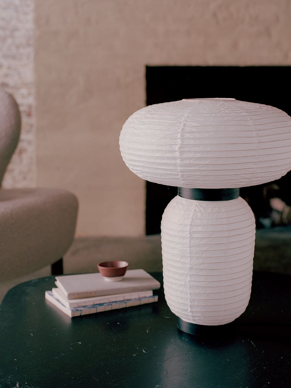 &Tradition's Formakami JH18 table lamp on a coffee table.