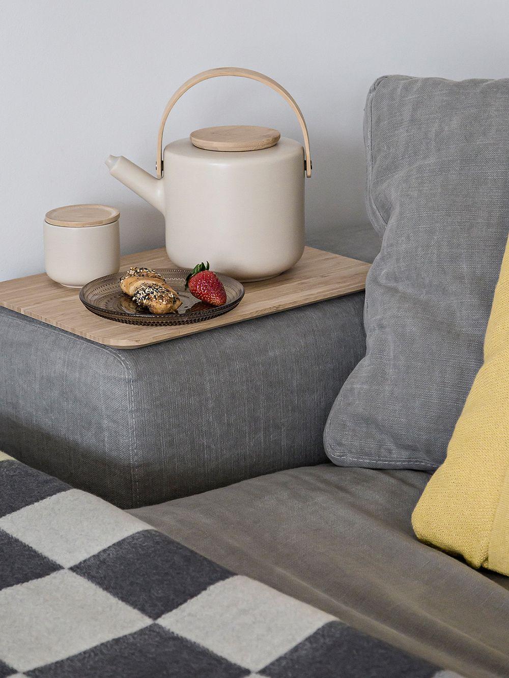 Stelton Theo-sarjan teekannu ja kannellinen teekuppi