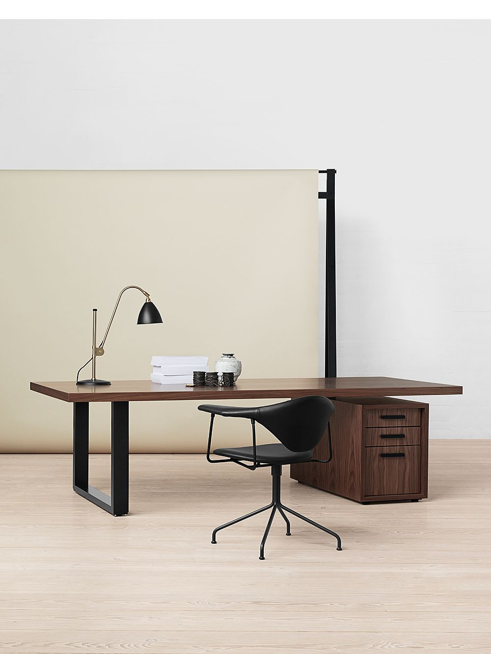Gubi's Masculo office chair in a home office setting.