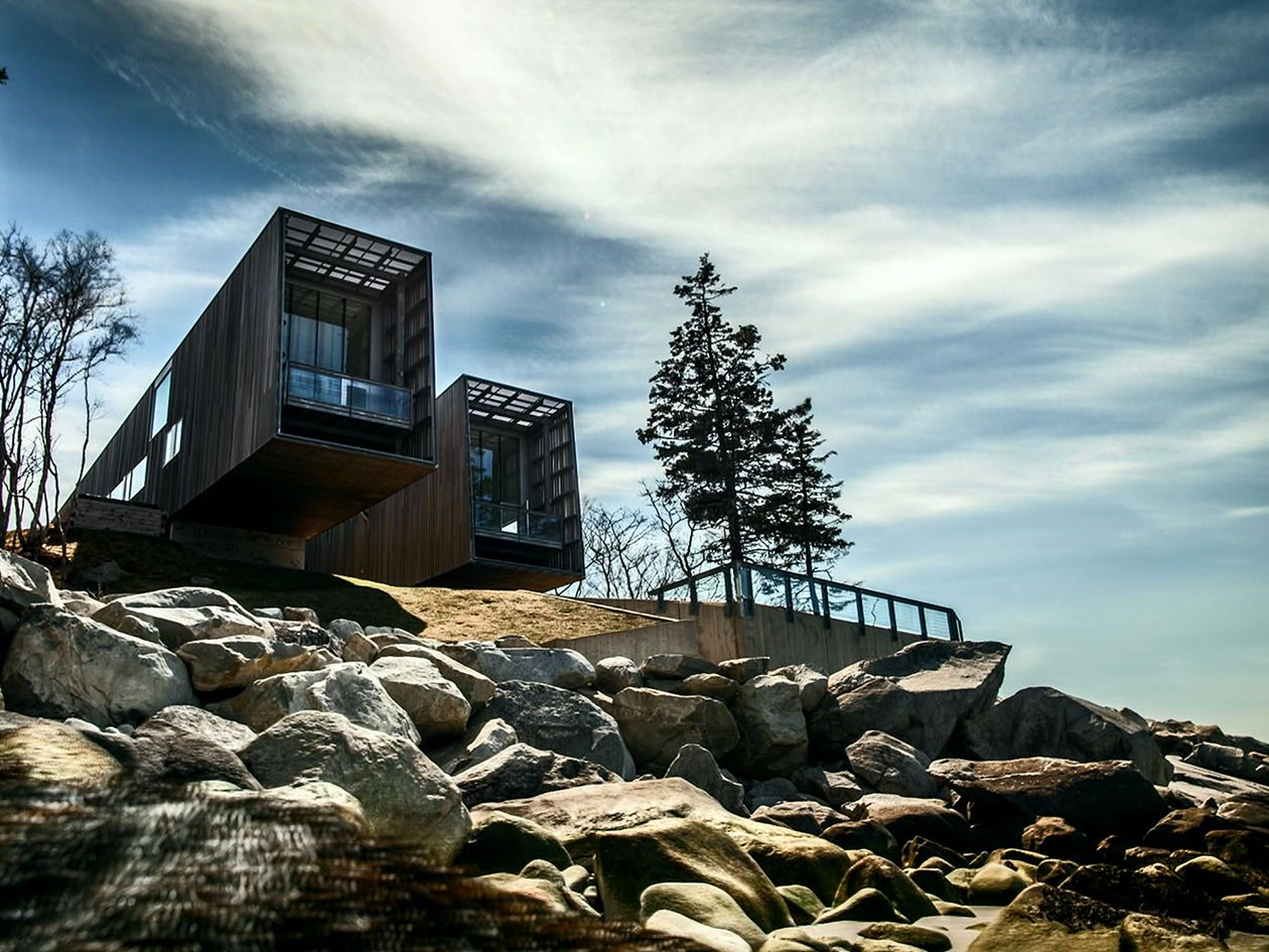 The World's Most Extraordinary Homes (2017–2018)