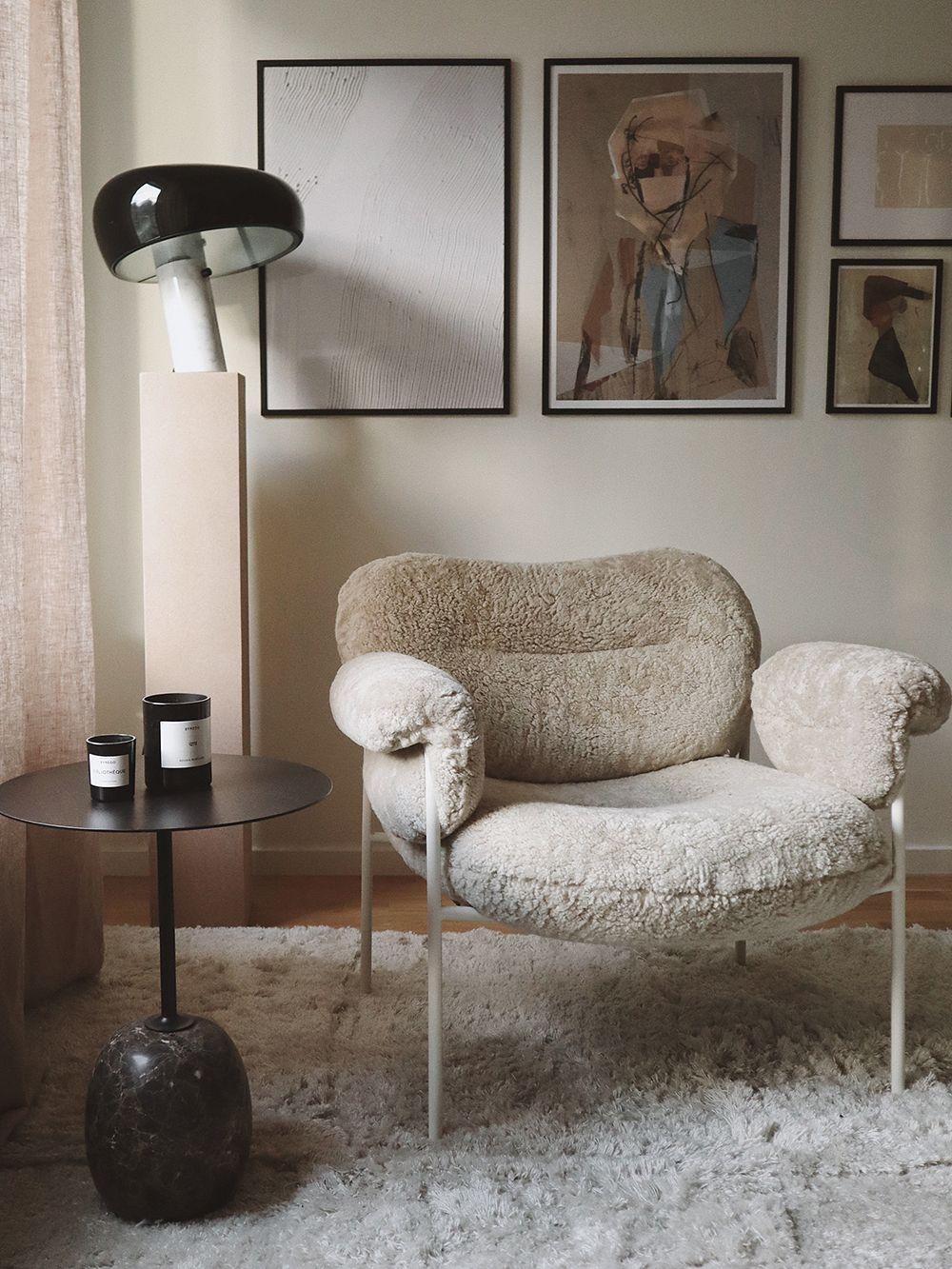 Fogia Bollo lounge chair, Mohawi sheepskin - black