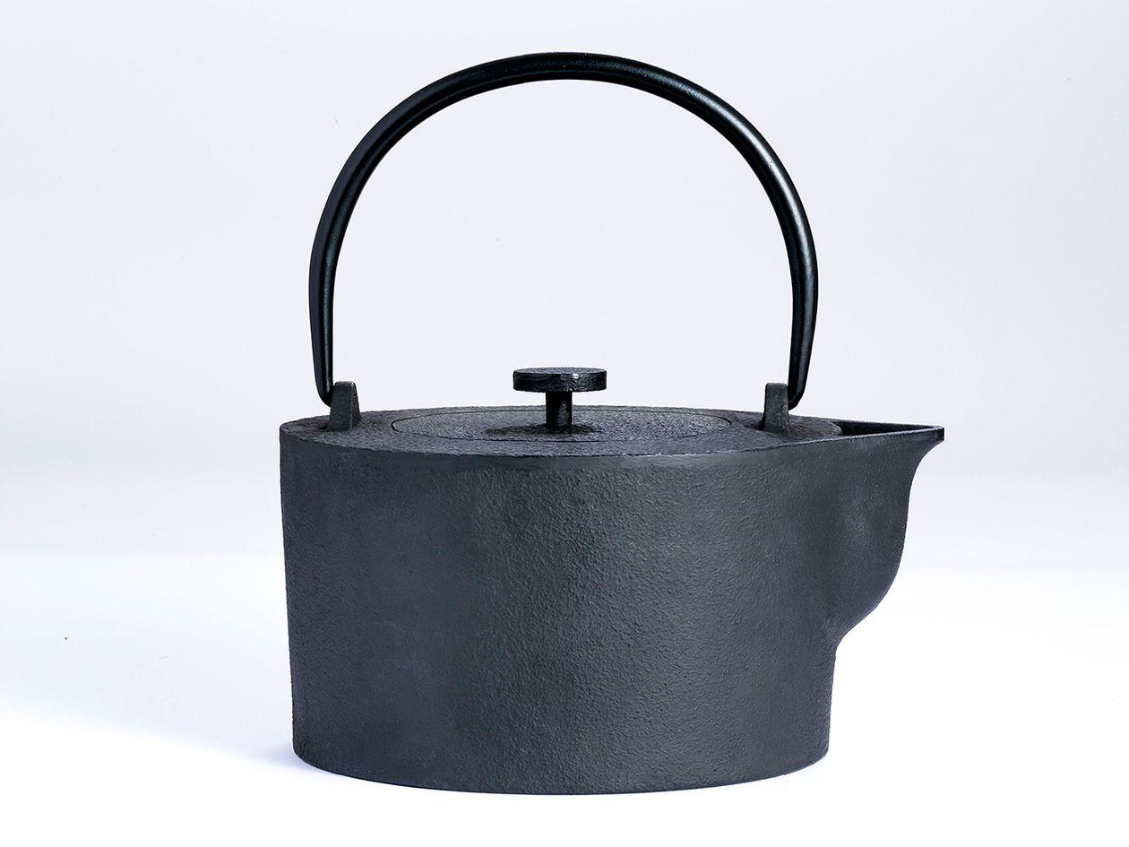 Iwatemo HK kettle by Harri Koskinen
