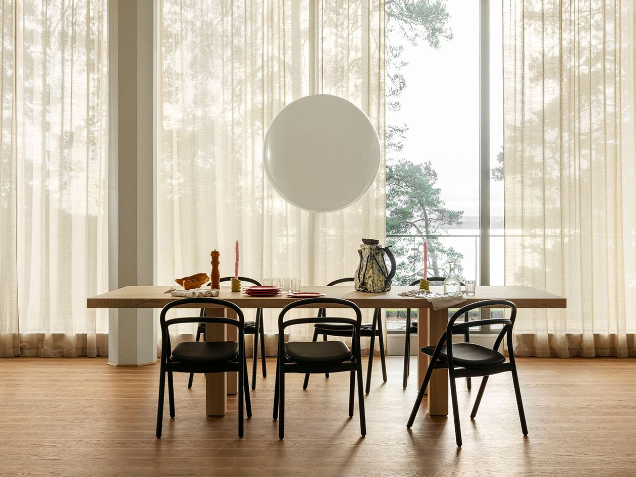 Hem Udon chairs in black