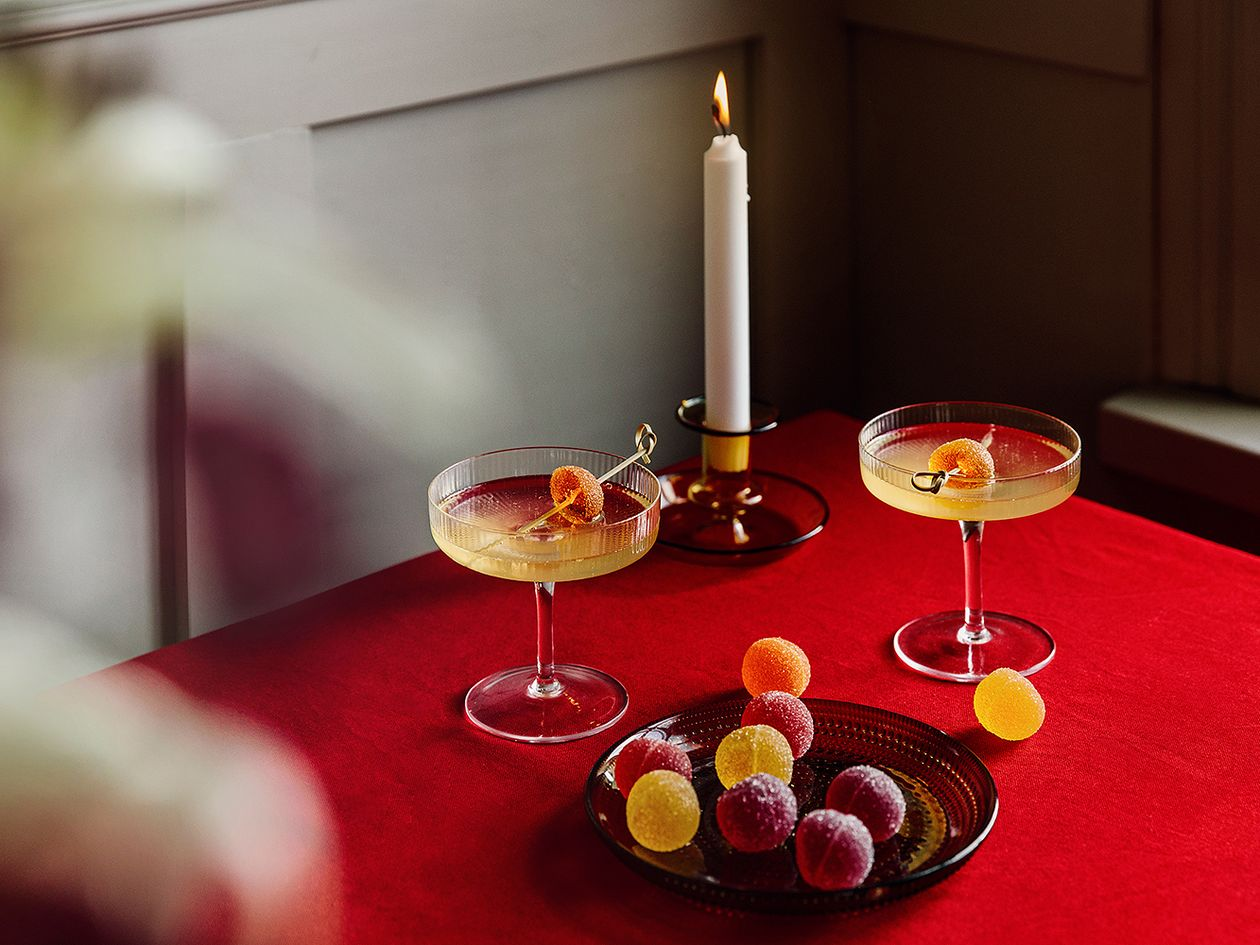 Ginger spritz in Ferm Living's Ripple champagne saucers