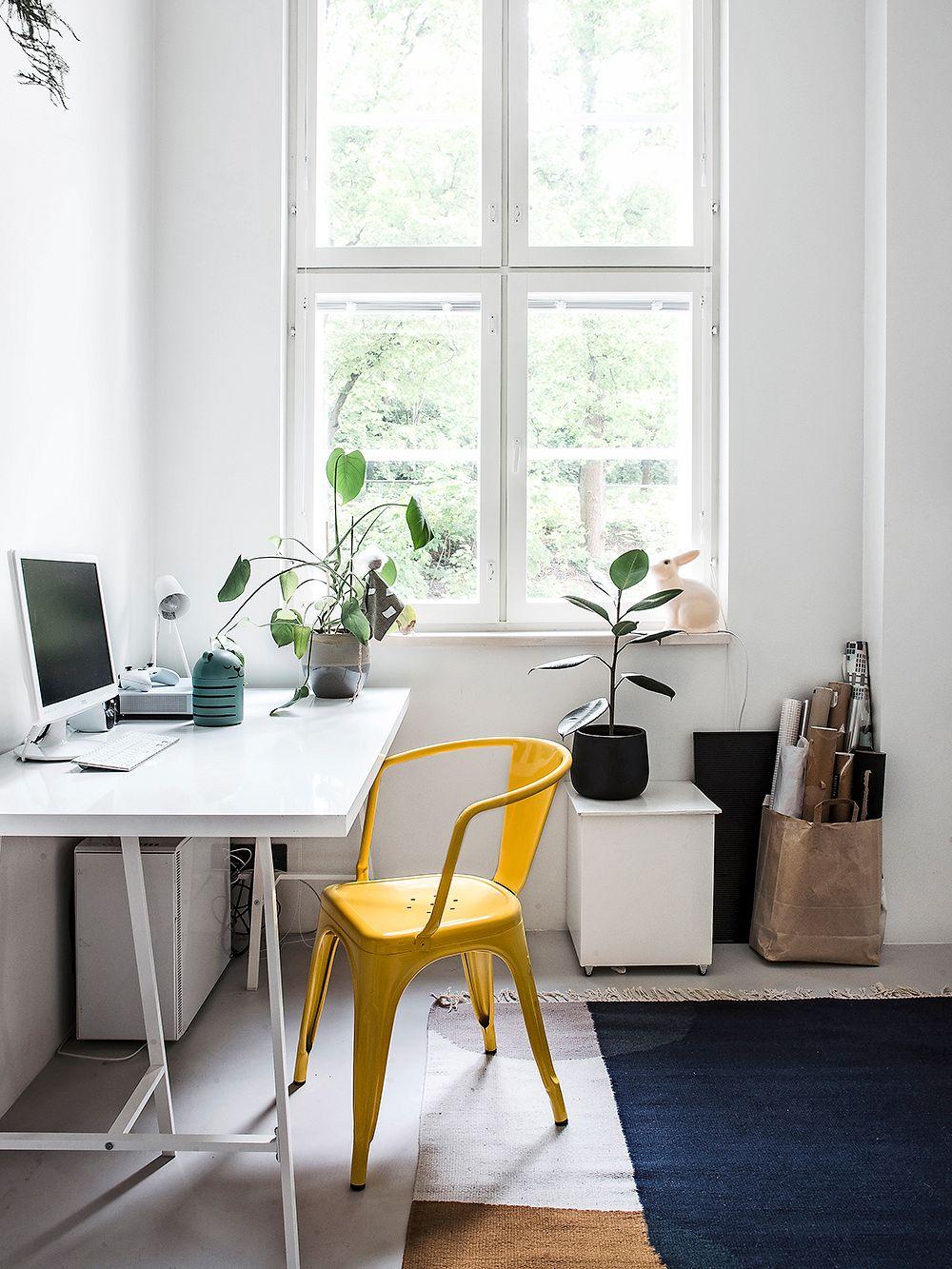 Tolic Chair A56 in matt lemon