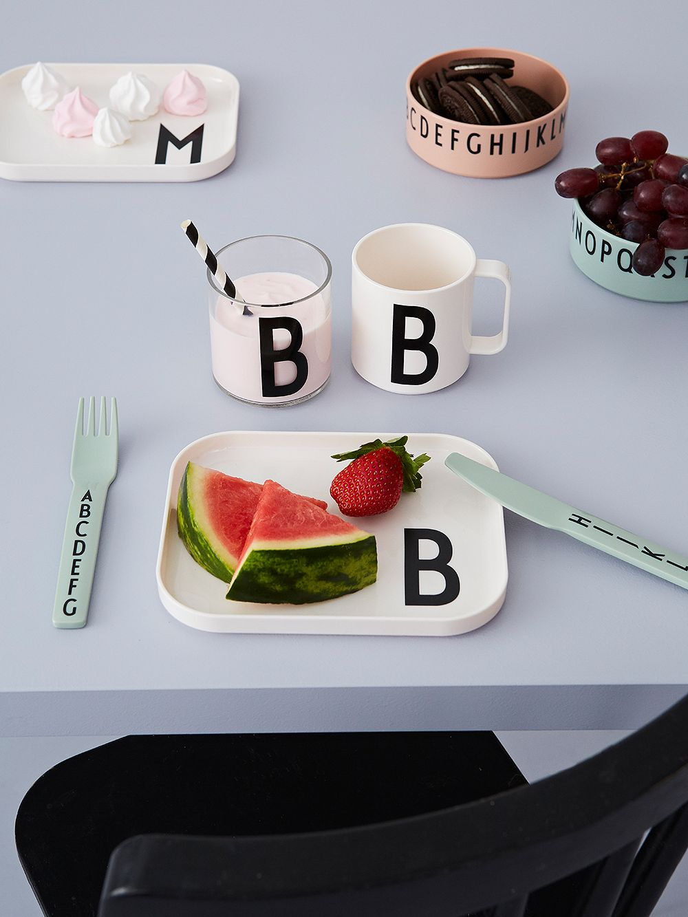 Design Letters Classics In A Suitcase tableware set