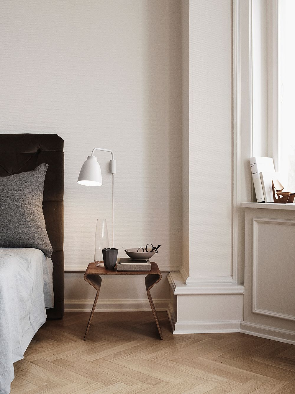 Lightyears Caravaggio Read wall lamp in white