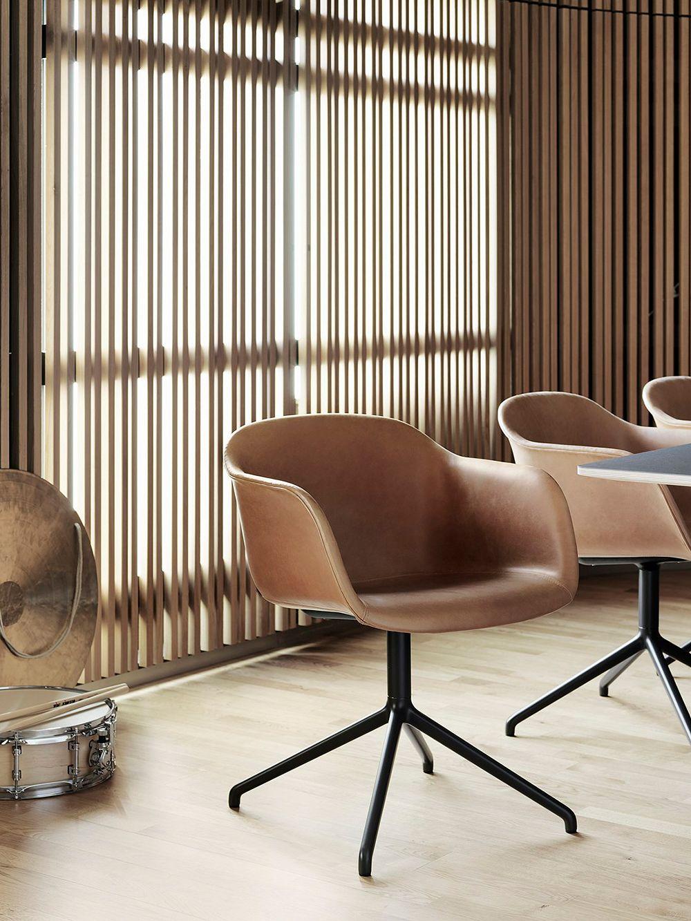 Muuto Fiber armchair, swivel base, cognac leather - black