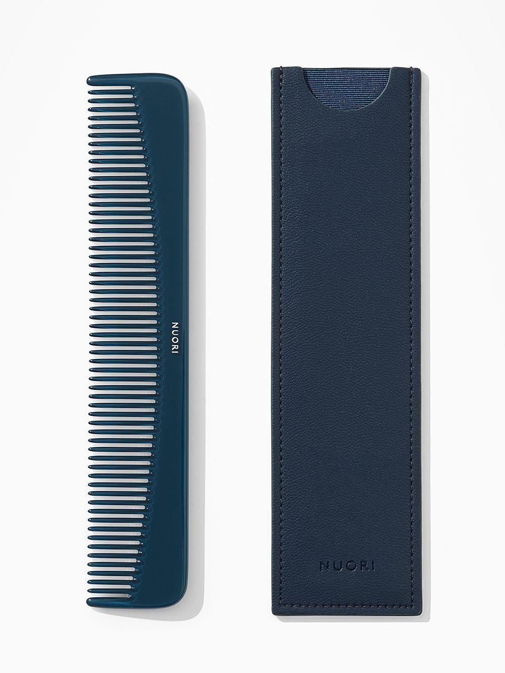 Nuori: Dressing comb, ocean