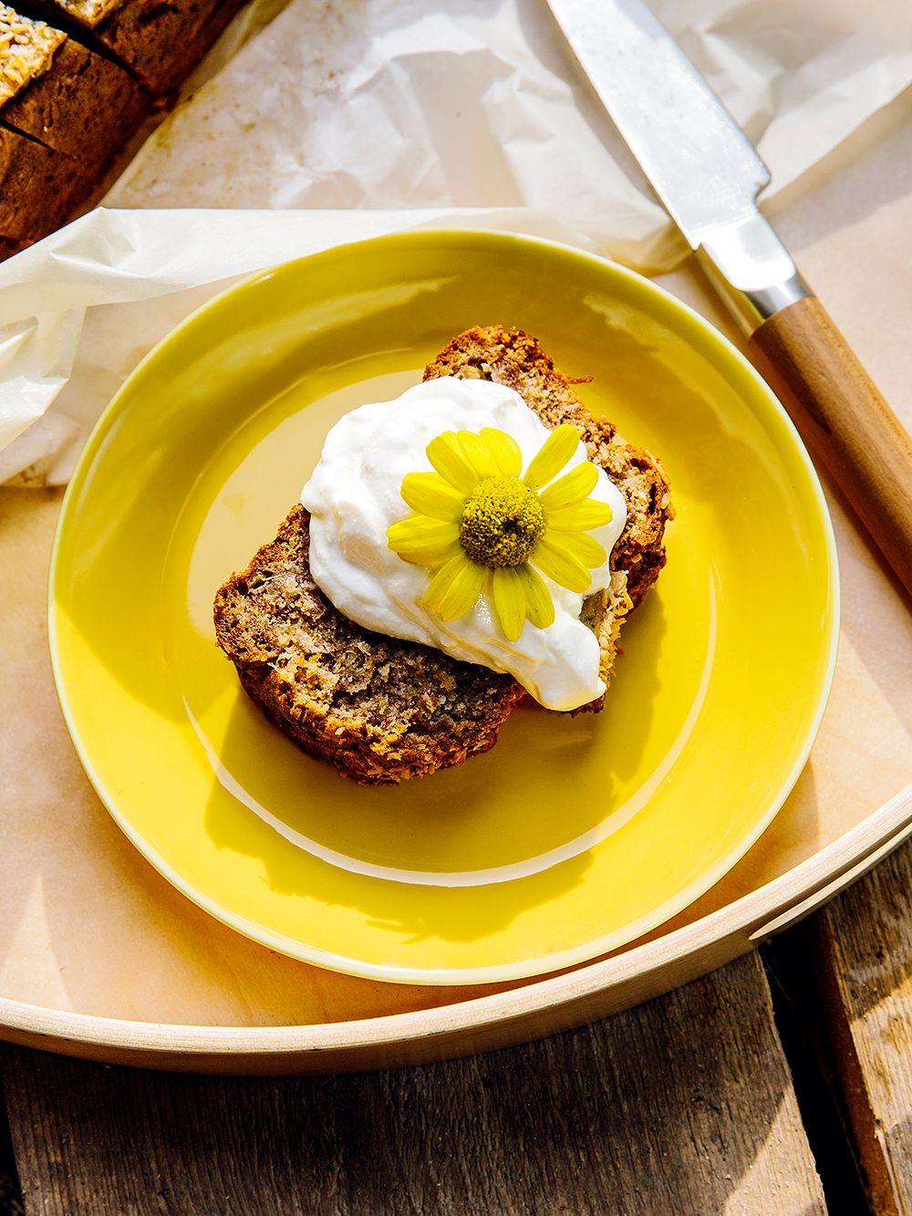 Coconut banana bread on Iittala's yellow Teema plate