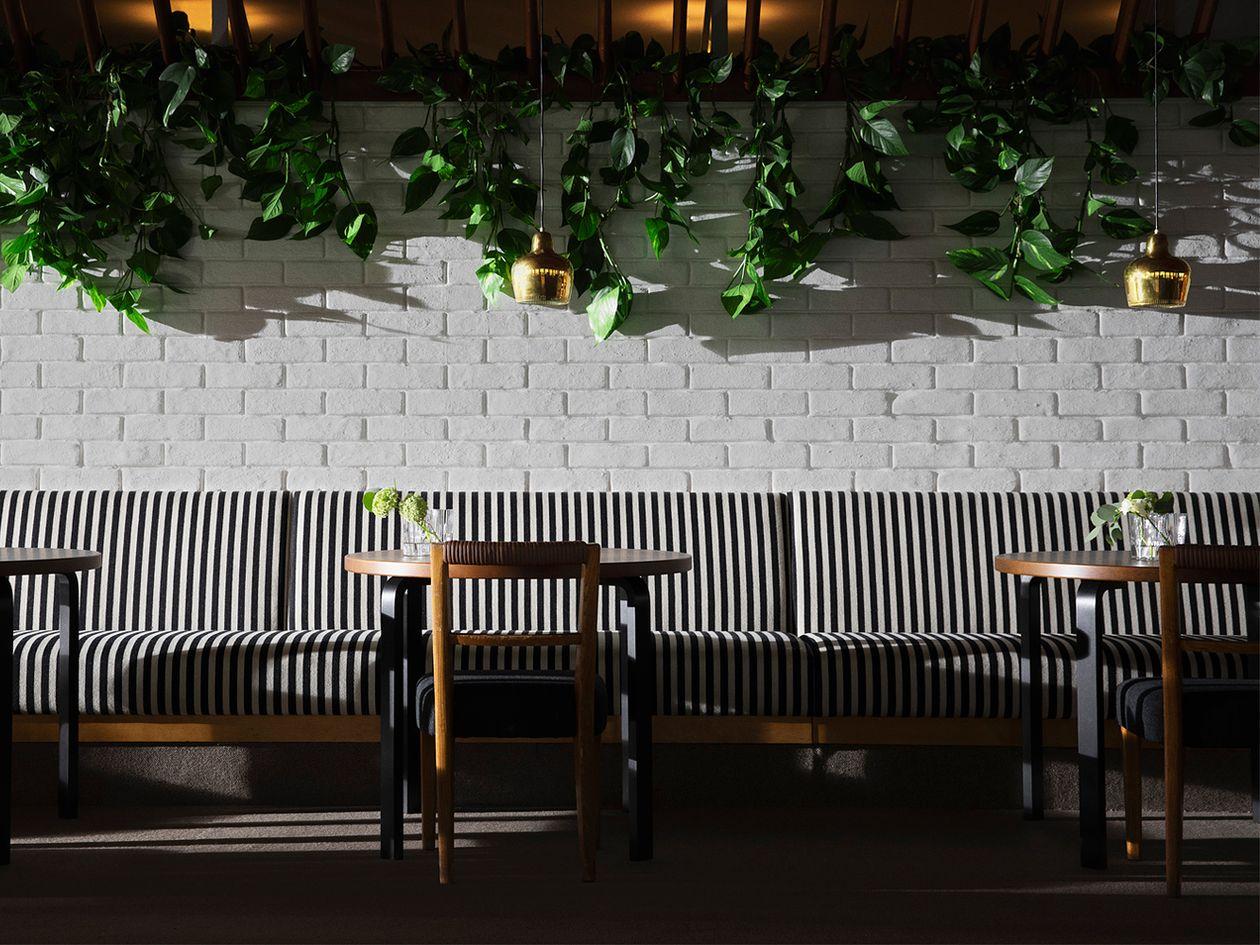 Artek A330S pendants in Savoy Restaurant, Helsinki
