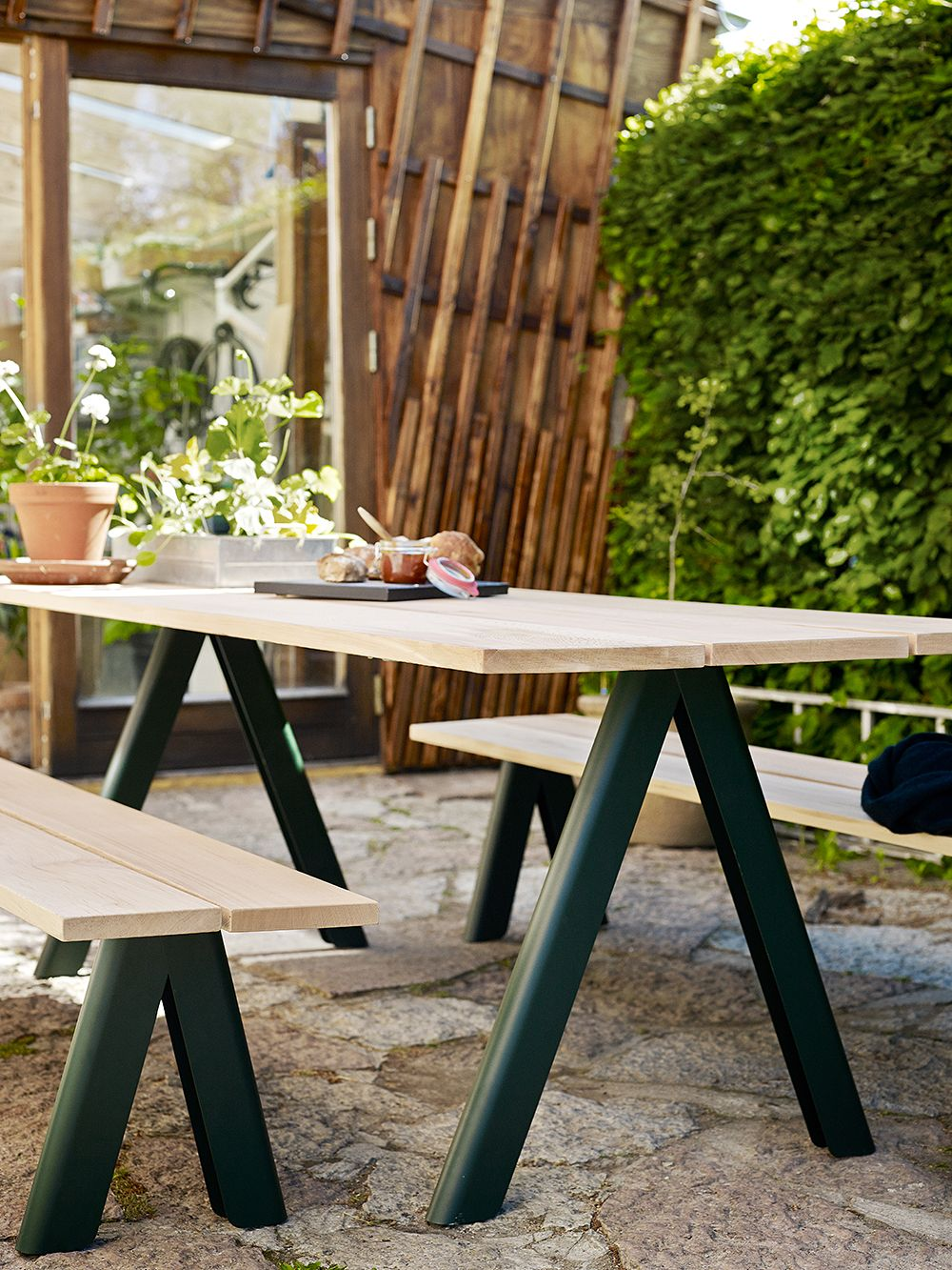 Skagerak Overlap table and benches
