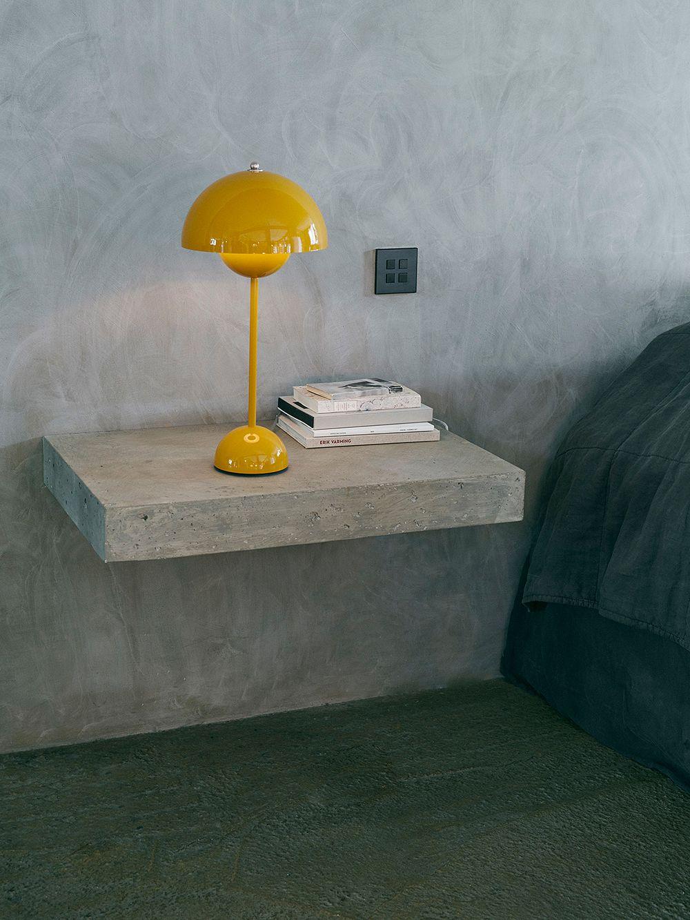 FlowerPot VP3 table lamp by Verner Panton